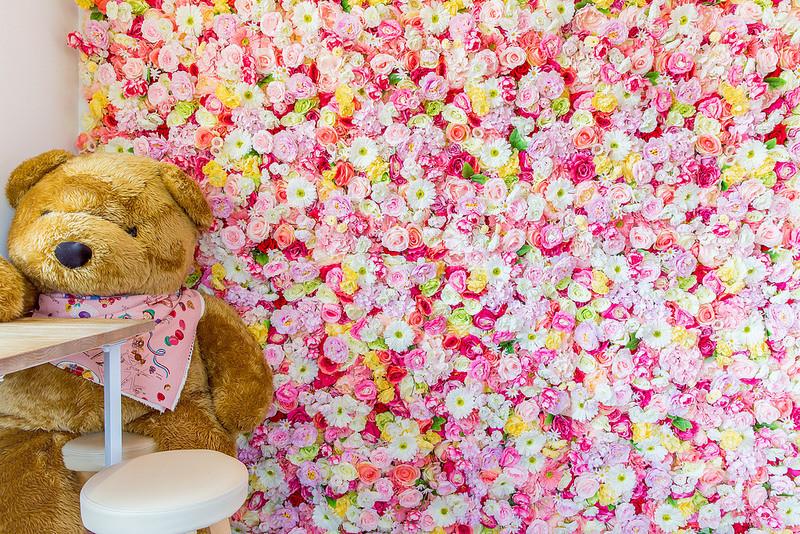[彰化隱藏甜點] DeerHer:少女心大噴發!一整個牆面都是美麗繽紛的花~IG打卡超級美!新推出美的不要不要的公主飲品~檸檬塔泡芙通通都好好吃。 @小腹婆大世界