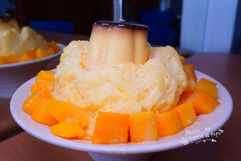 [嘉義冰品] 涼夏冰品屋(莊頭北):就是要吃芒果冰,芒果冰下去打成的雪花冰,搭配著酸酸甜甜的芒果果肉~好吃! @小腹婆大世界