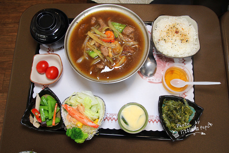 [彰化美食] 斯卡丫平價精緻套餐,日式簡餐200內,溫體炸雞腿肉超嫩!!!有機蛋作的茶碗蒸滑順可口~平價的美味享受! @小腹婆大世界