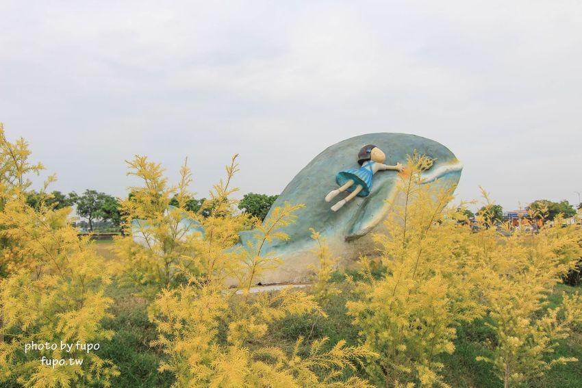 好可愛!免費新景點:埤頭立體繪本公園~跟可愛的小美玩捉迷藏吧:西瓜田.體驗牛車.斜畫框.立體大鯨魚~好好拍的順遊景點!來打卡了嗎?