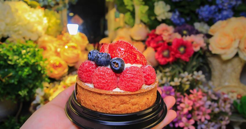 極機密甜點(沒有招牌沒有目錄),隱藏在花店裡的美好滋味~在充滿花香的地方享用甜點,拍照也超級美的阿(IG客必訪)-嘉義康樂街綠鄉花藝烘焙手工製作 @小腹婆大世界