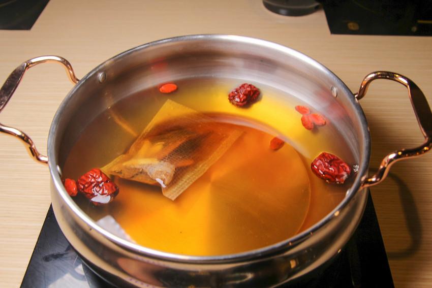 汐止鍋物_就是要吃肉!肉的嫩度..取自下鍋的秒數:超鮮美肉質+簡單甘甜的湯頭,一次吃到三種肉品~(還有好好吃的日本和牛)~肉饕涮涮鍋
