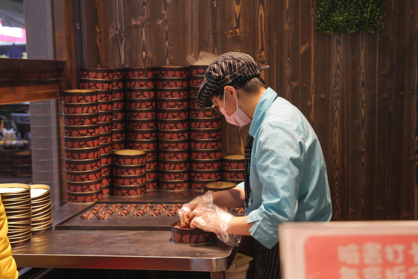 台中伴手禮|阿鹿餅乾逢甲店~入口即化的巧克力曲奇餅,不用去香港買拉!帶點微苦的滋味讓人意猶未盡~彌月餅乾.彌月禮物推薦