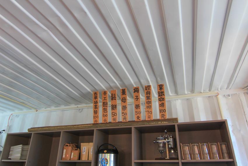 九份二山七號梅莊美食簡餐咖啡:九尖茶廠(被梅花包圍的紅色貨櫃屋),高山蔬菜.現磨咖啡.薑汁奶茶.鬆餅.最新花況