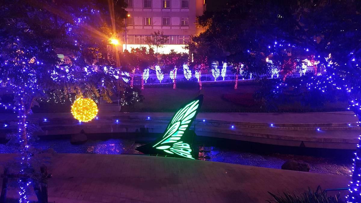蝴蝶來了~台中熱門景點。2018綠川柳川點燈音樂會。新盛綠川水岸 柳川水岸 廊道浪漫燈海台中旅遊打卡熱點,台中花博的蝴蝶先飄來了~