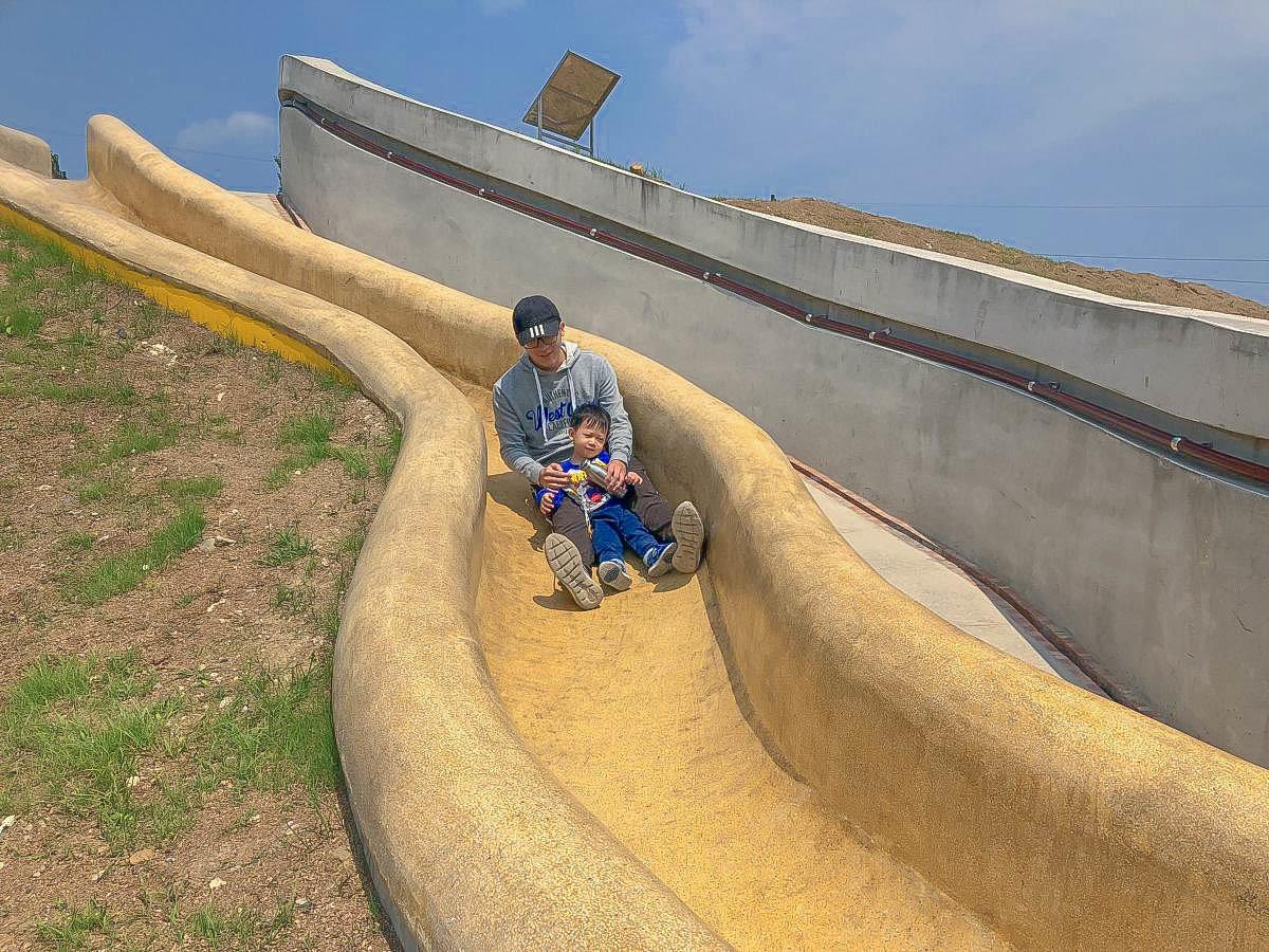 基隆新景點|孝德公園:最長的溜滑梯公園~20公尺磨石溜滑梯.至高點眺望基隆景致.培德路與東峰街42巷