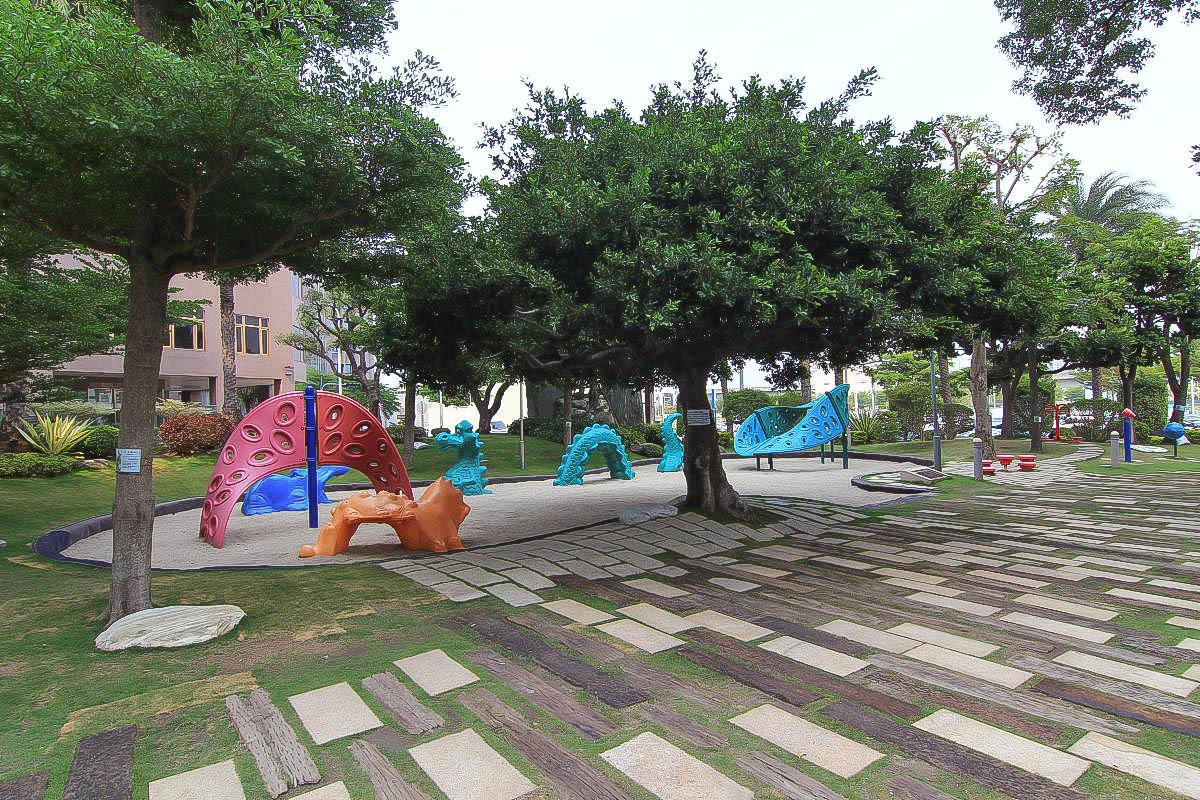 台中特色公園:福安兒童公園,刺激的20人龍形蹺蹺板+玩沙+攀岩+超大支棒棒糖(有遮蔭的小公園) @小腹婆大世界