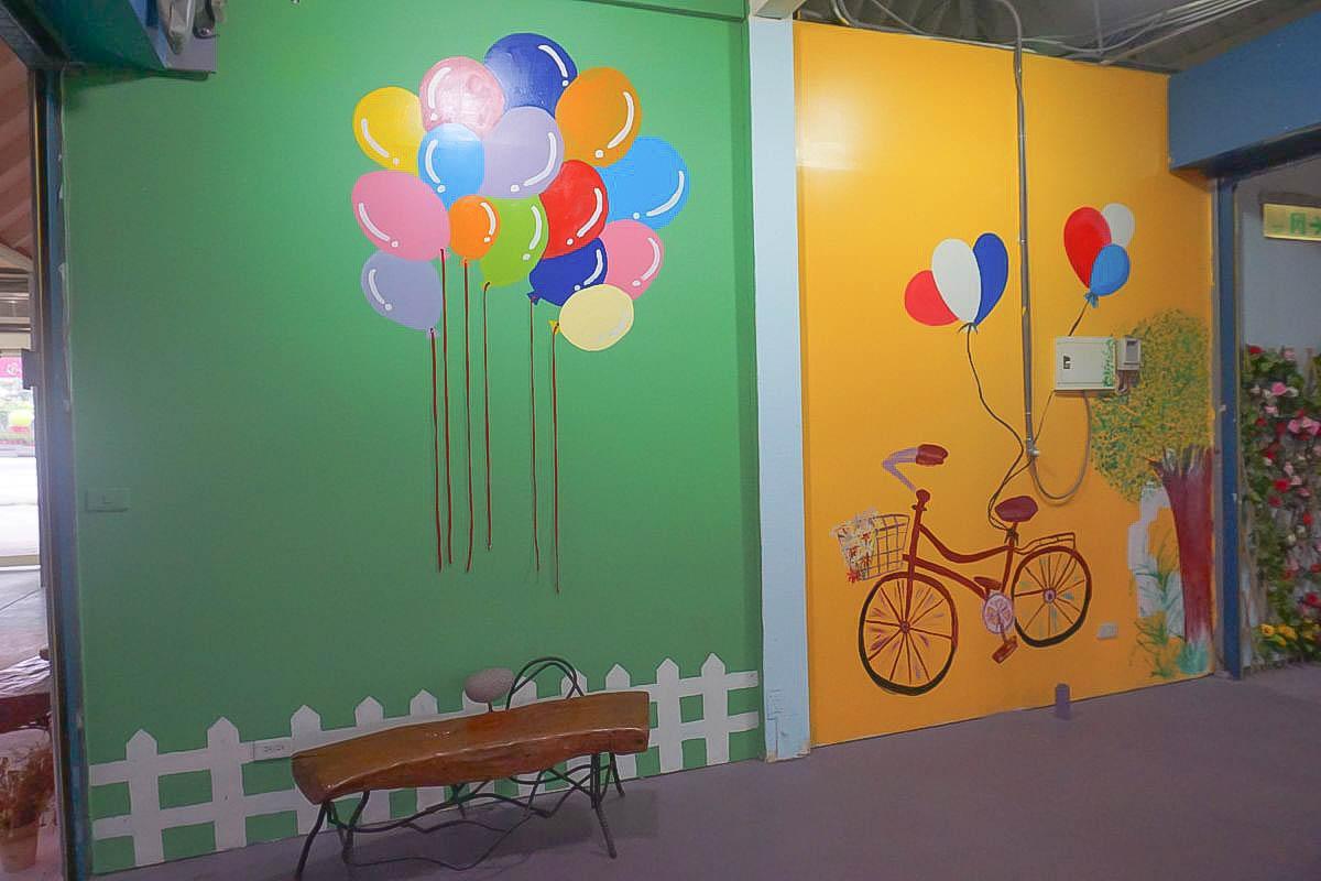 彰化IG打卡熱門景點_花田村文創聚落:繽紛可愛的彩虹跑道、乾燥花牆、牽手氣球、琴鍵步道、菊夜星空彩繪牆,免費無料一日遊景點推薦