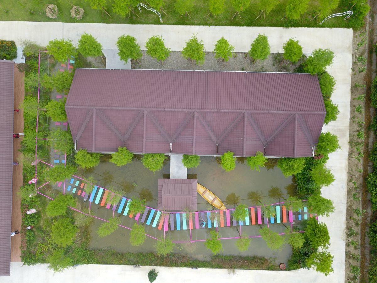 雲林新打卡點|水漾森林教堂:迷霧森林彩虹步道、滿板花牆、荷蘭村、沙堆、浪漫宮廷用餐、免費花環租借真的超好拍!