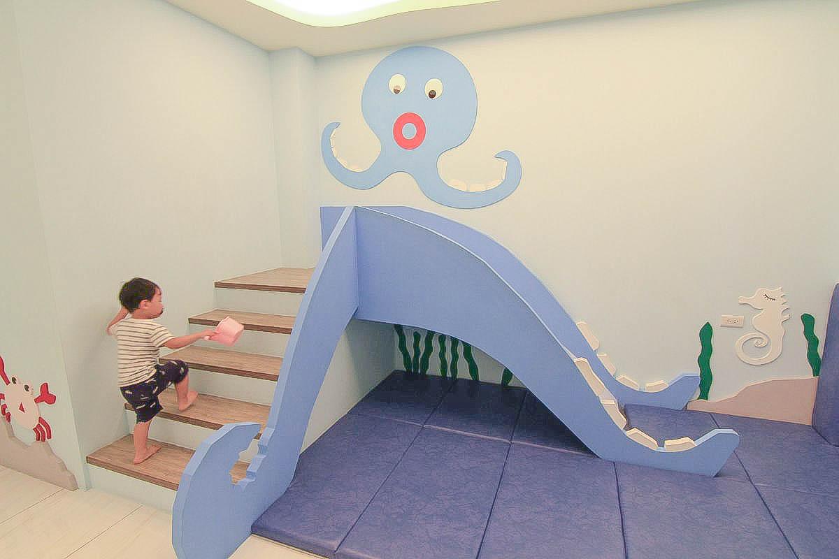 [宜蘭親子住宿]ROYAL HOUSE 藝景居:一間就像包棟!超大客廳、溜滑梯在房間、浴缸、沙堆、遊戲區、泳池、電動車免費玩~