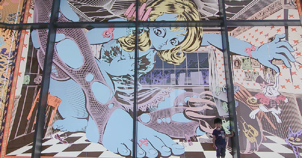 彰化|彰化縣立美術館:你不知道的超好玩景點:巨人美女精靈、彰化意象、紅心皇后領著大軍出現彰化市、鳳凰花步道~ @小腹婆大世界