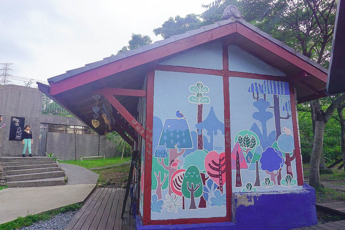 新竹|內灣線合興愛情火車站~復古木造建築車站,走上愛情步道,敲響勇氣塔! 可愛的木頭小火車, 迷你愛情月台,一起上車吧!