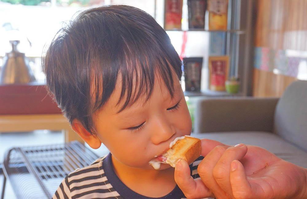 彰化首創超酷的麵茶富士山冰~奶蓋鹹甜滋味中又帶點奶香,讓人意猶未盡的碗盆冰~消暑好吃!隱藏版土司也不錯!