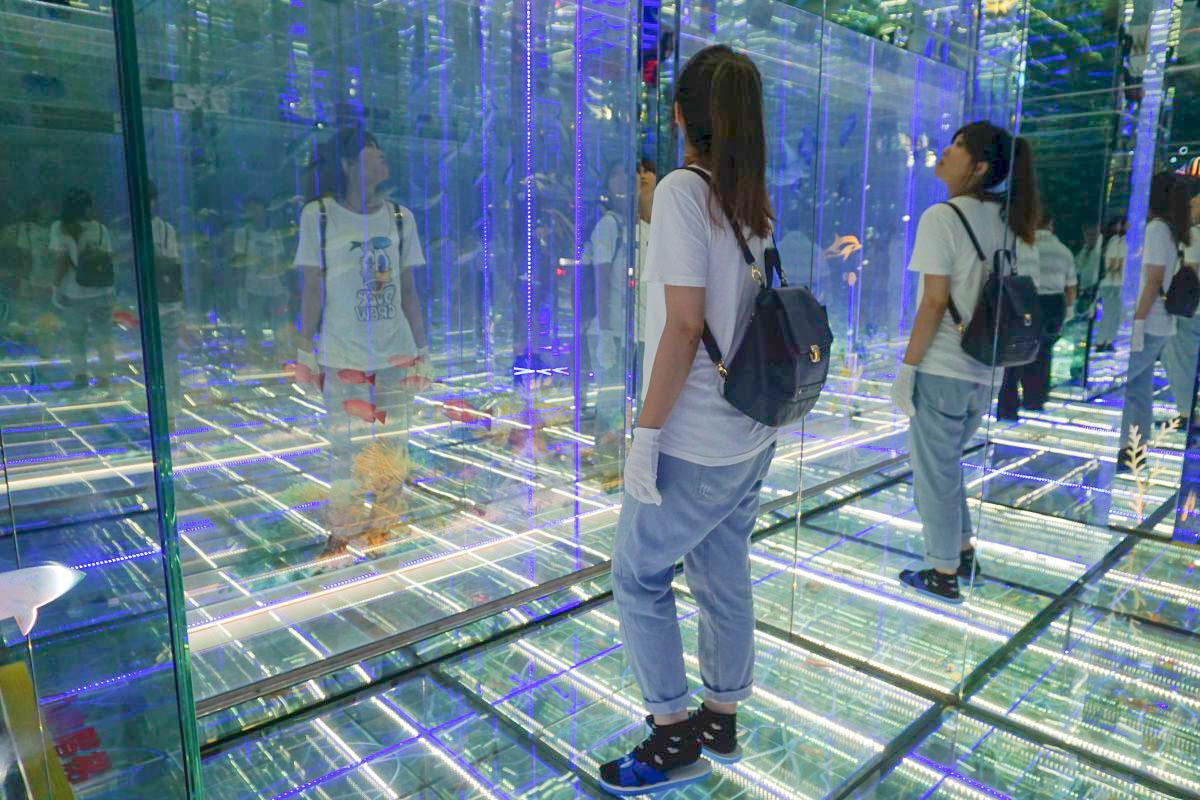 彰化鹿港景點》臺灣玻璃館 :免門票,全台最大玻璃觀光工廠,玻璃媽祖廟,雷射玻璃迷宮,親子DIY~ @小腹婆大世界