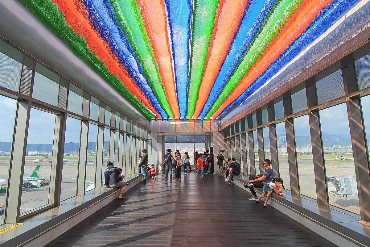 [台北親子免費景點] 來去松山機場追飛機:超可愛觀景台~3D彩繪牆、無障礙空間帶小朋友安全追飛機!