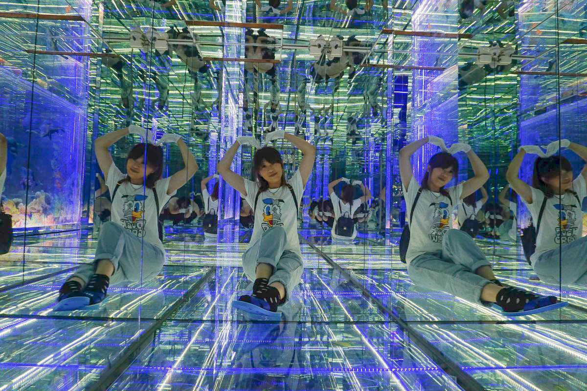 彰化鹿港景點》臺灣玻璃館 :免門票,全台最大玻璃觀光工廠,玻璃媽祖廟,雷射玻璃迷宮,親子DIY~