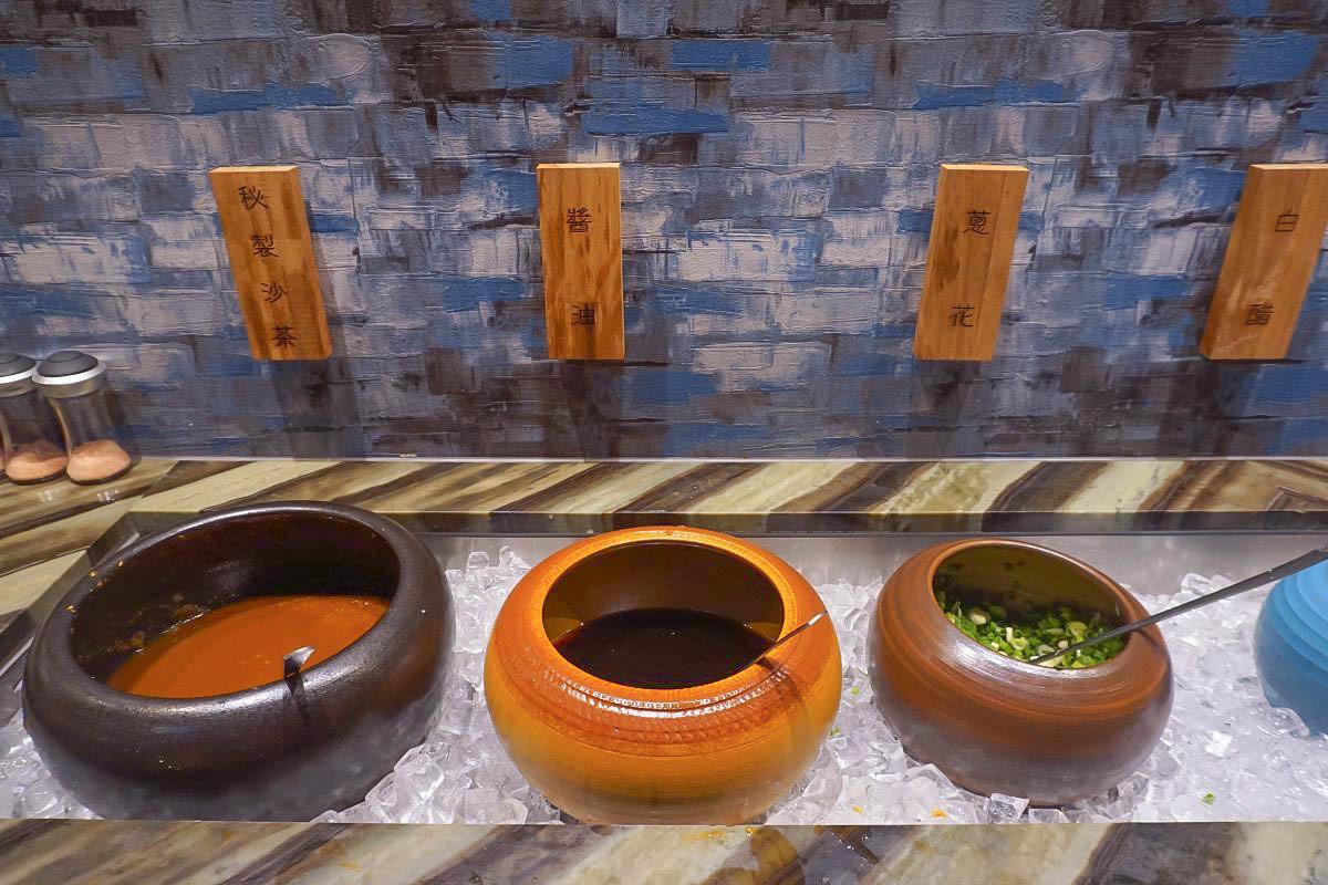 汐止火鍋|二桐苑鍋物~追劇必訪復古中國風裝潢、大份量肉品、頂級日本和牛席捲你的味蕾!可用菜盤換肉盤超大氣!