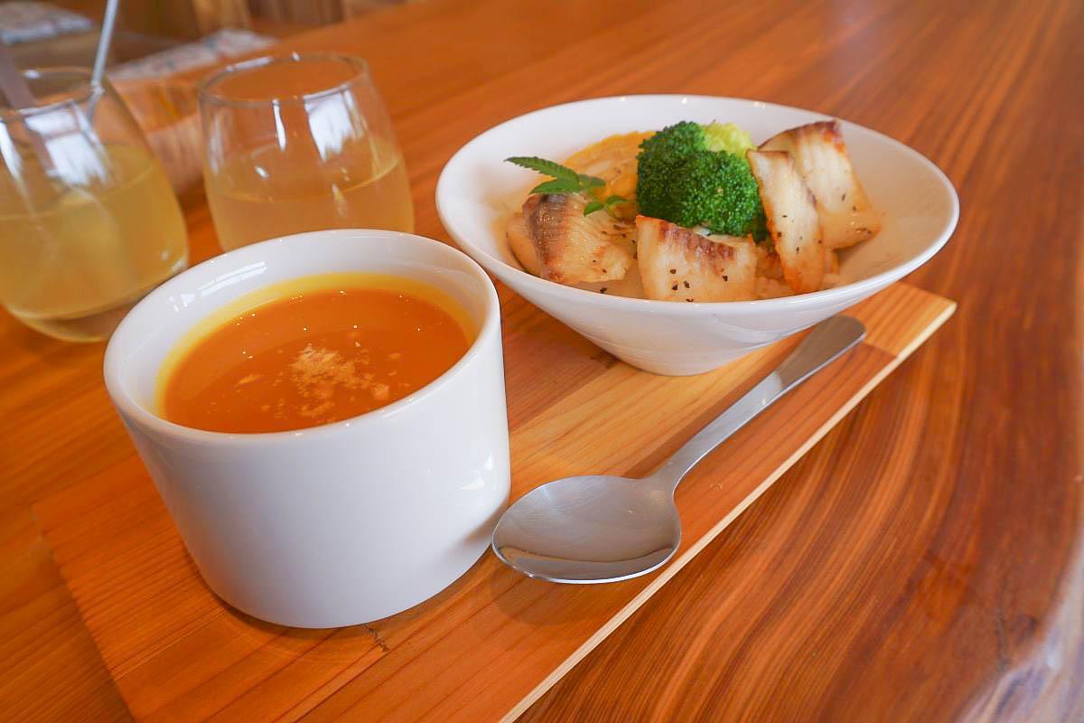 台中石岡餐廳|OnOnNature農食住實驗場:大大的落地窗、木質裝潢、低溫熟成餐點,還能體驗日式木屋住宿呢!