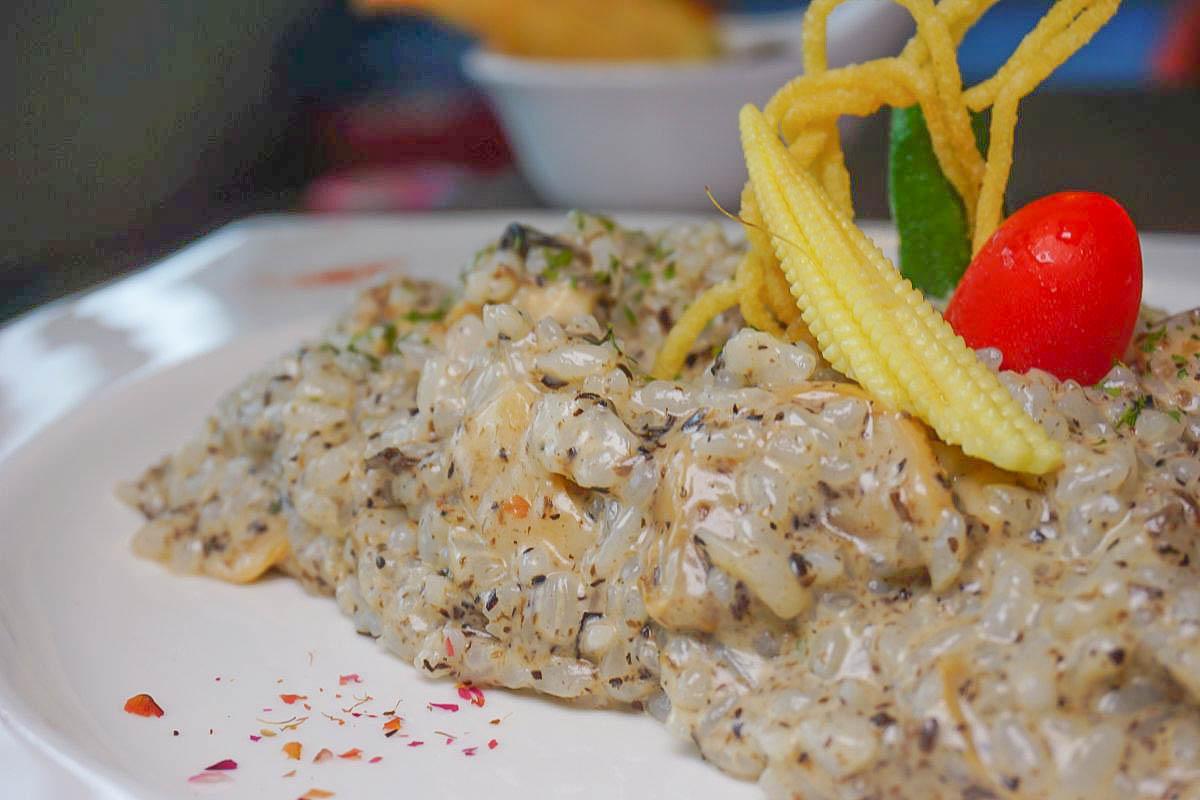 宜蘭親子餐廳 蘭陽溪口親子餐廳:溜滑梯球池、沙堆、盪鞦韆、夜市釣魚、許願牆、積木、桌遊,外酥內軟的金磚吐司超美味!
