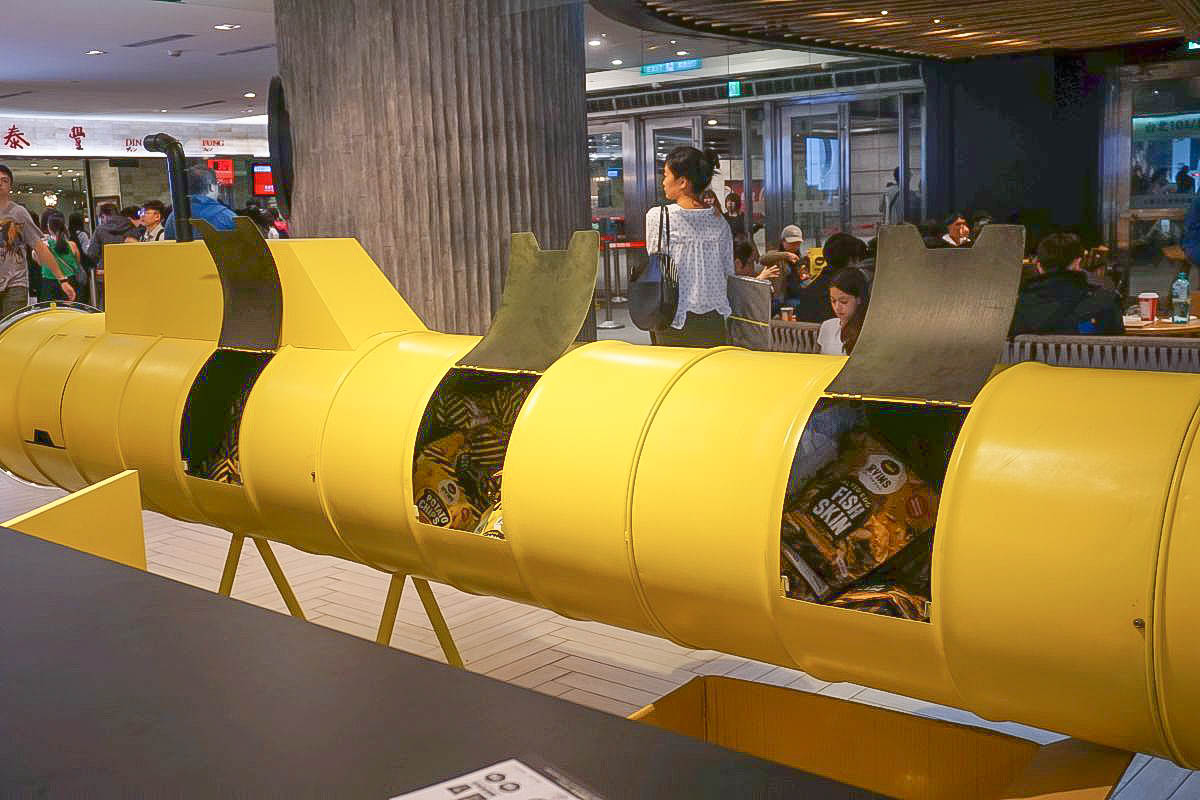 不用跑新加坡買了!IRVINS熱門零食鹹蛋魚皮台北店新開幕,每人限購五包:鹹蛋黃木薯片、鹹蛋黃洋芋片、鹹蛋黃魚皮,登台位置、售價