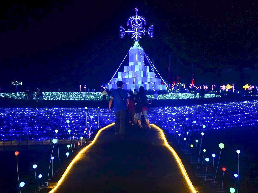 2018宜蘭奇幻耶誕村搶先看|宜蘭新景點:20米禮物聖誕樹、月亮盪鞦韆、燦爛聖誕雪樹、旋轉木馬、發光蹺蹺板!耶誕城、點燈時間、地址、交通、停車場