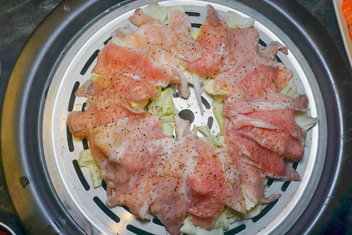 南港漉海鮮蒸氣鍋|波士頓龍蝦、鮮蝦、生蠔、澎湖冰卷一次滿足,蔬菜吸收肉汁的甜,最後還有滿滿精華的干貝粥…