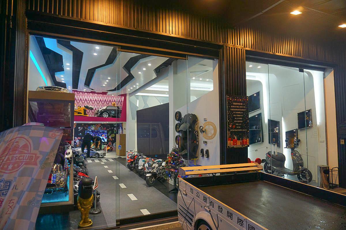 小男孩來了就不回家了~台北兒童超跑俱樂部中和旗艦展示中心:正版授權BENZ、AUDI、VW、Ferrari、ALFIERI、擁有跑車不是夢!