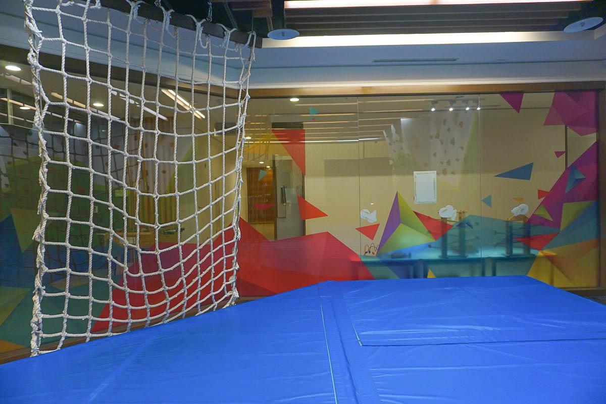 帶小朋友泡湯去 長榮鳳凰酒店礁溪:從入住開始玩玩到退房、刺激太空雷射迷宮、扮家家酒、溫泉戲水池(噴槍好玩!)、溜滑梯、木質玩具質感超好!