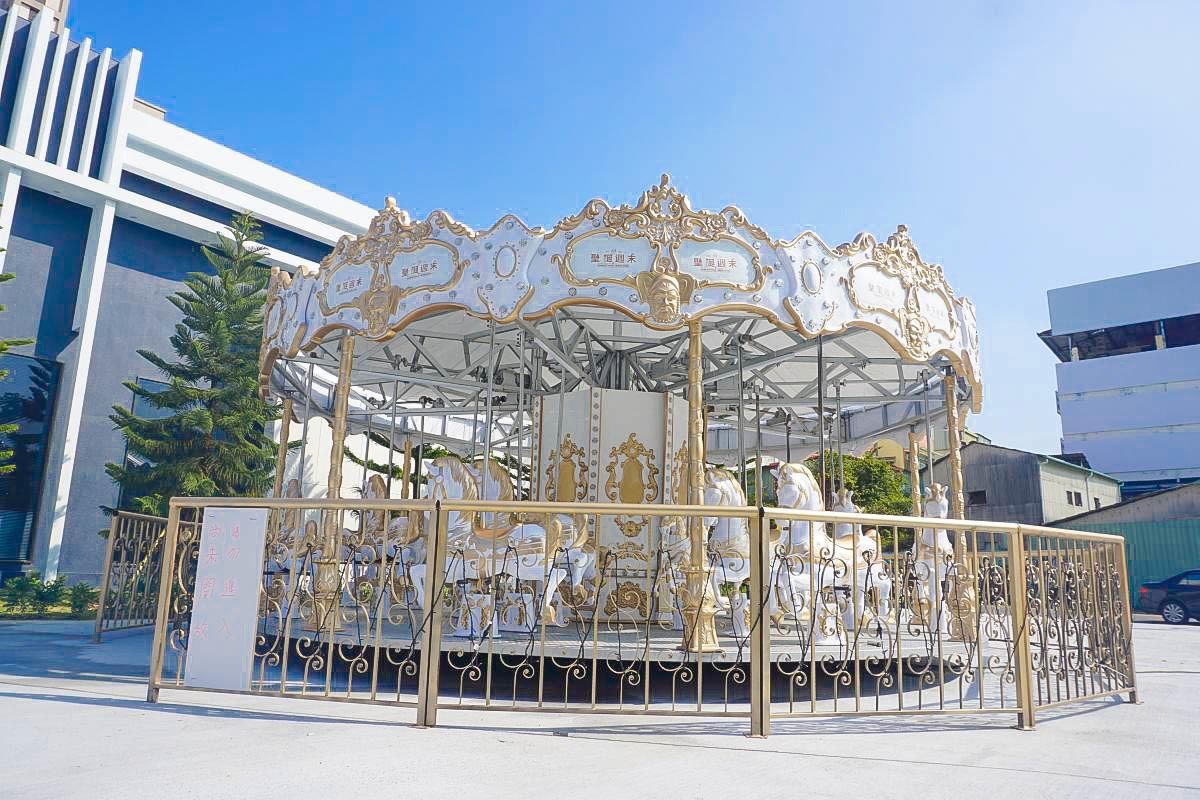 台中新卡打點:皇室白色旋轉木馬來囉,開放四天免費搭乘!咖啡杯、小火車即將進駐,網美準備衝一波囉!