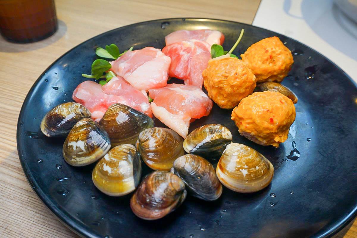 台北內湖 連進酸菜白肉鍋吃到飽:酸的超過癮,必點豆沙鍋餅,免服務費高CP值~西湖捷運站美食