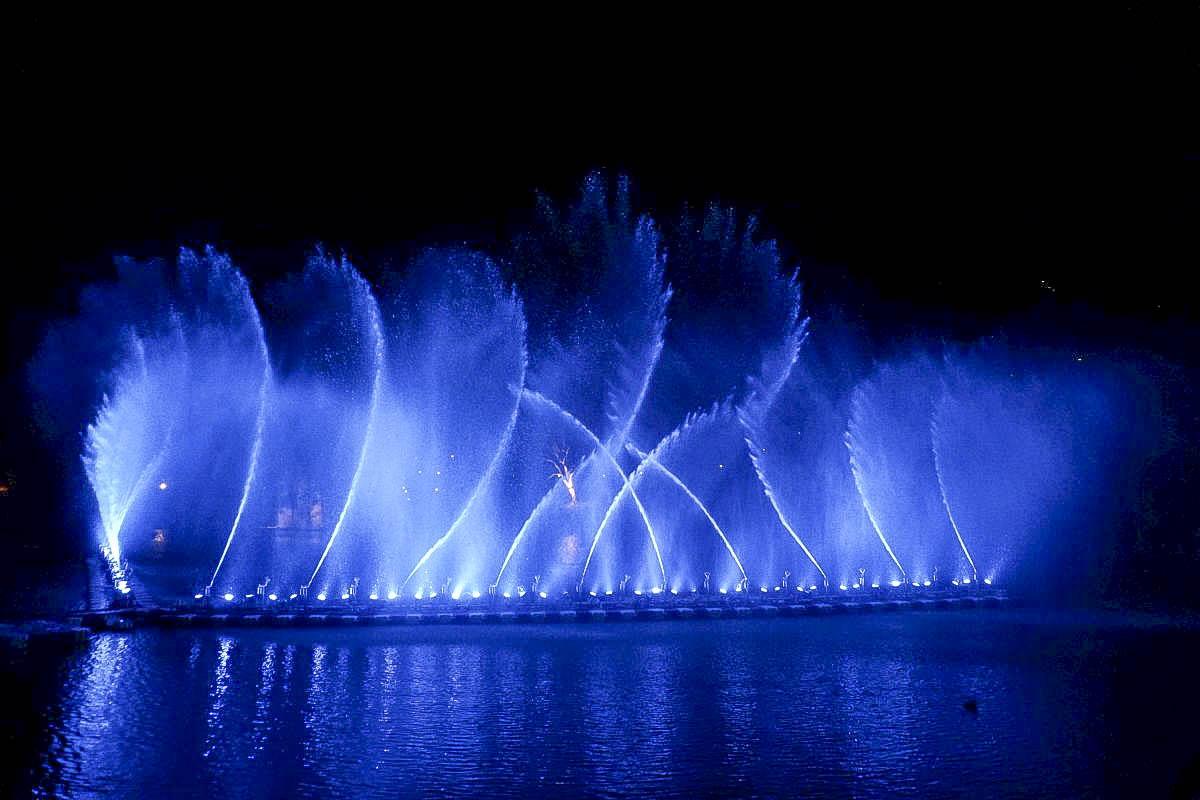 新北市 2020碧潭水舞絢麗登場(2020/2/14~2020/04/12),五大拍照點:漩渦造型水舞、鳳凰水舞、粉紅愛情燈廊,小吃美食一次滿足。