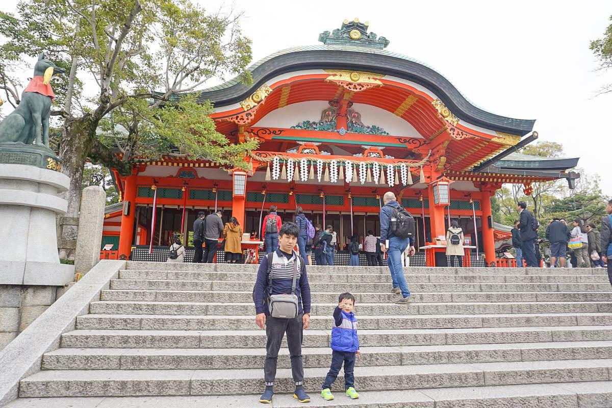 京都必遊親子景點|伏見稻荷大社:超美千本鳥居參觀路線、白天就有廟會小吃、必買辦手禮,日本航空兒童餐飛機餐