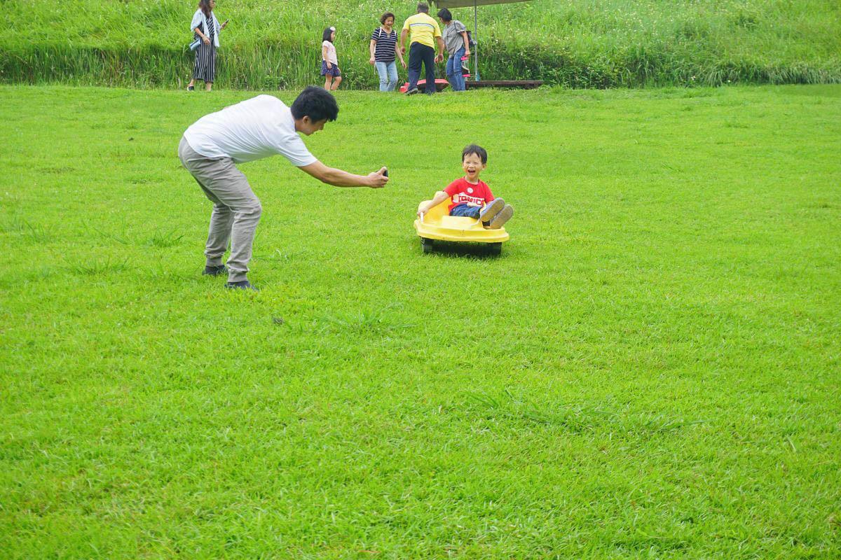 深坑親子景點:福德坑滑草場 超放電的免費親子活動!享受乘風的感覺.小飛機場看飛機野餐去,台北一日遊