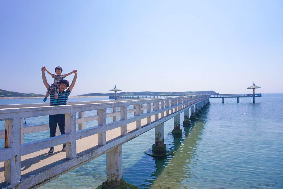 澎湖北環.西嶼小池角雙曲橋|天使墜落的湛藍眼淚,夢幻系涼亭及純白橋身,相機拍不停!漲潮退潮都有不同之美。