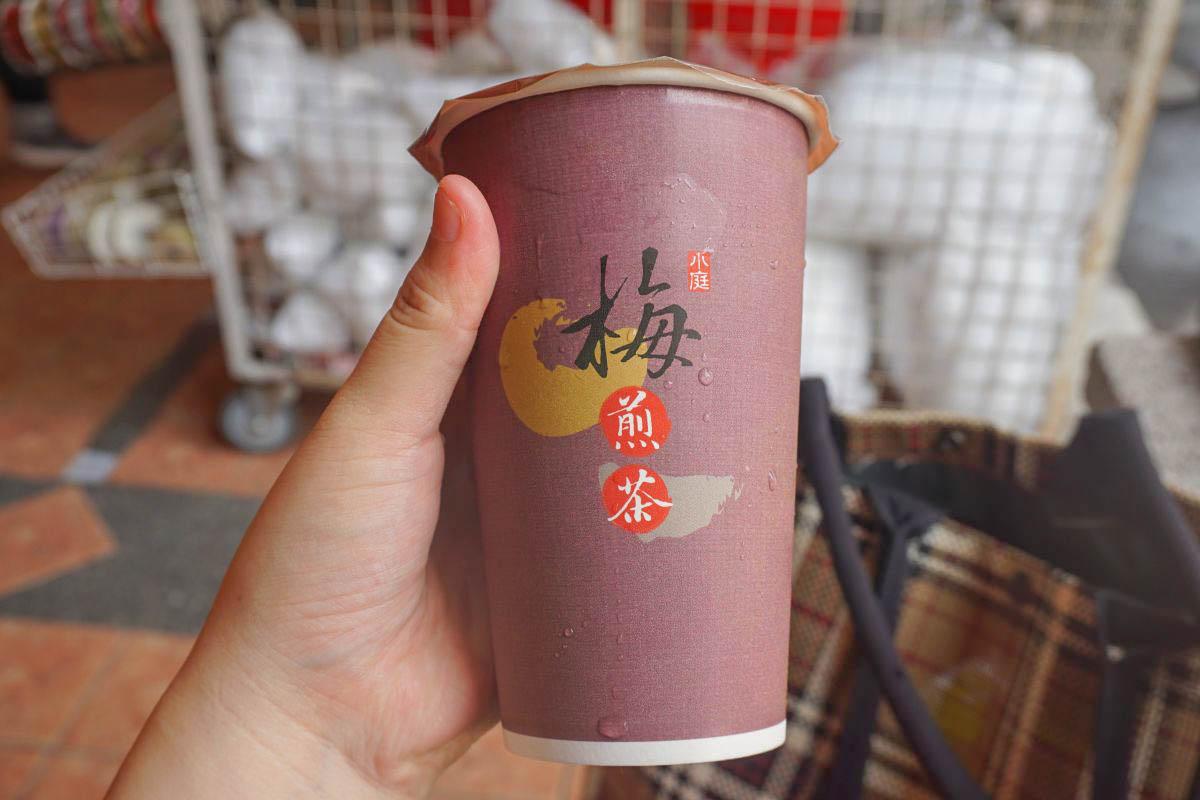 台中第二市場 小庭找茶:古早味凸餅冰淇淋創意拼法讓人拍不停,香濃冰淇淋搭配可愛凸餅,還有邪惡的珍珠..