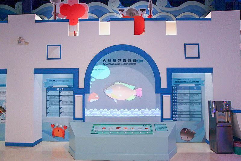 雲林口湖|台灣鯛生態創意園區(台灣鯛觀光工廠):室內就有燈塔大船,扮家家酒玩具,互動遊戲,門票可全額折抵消費喲!