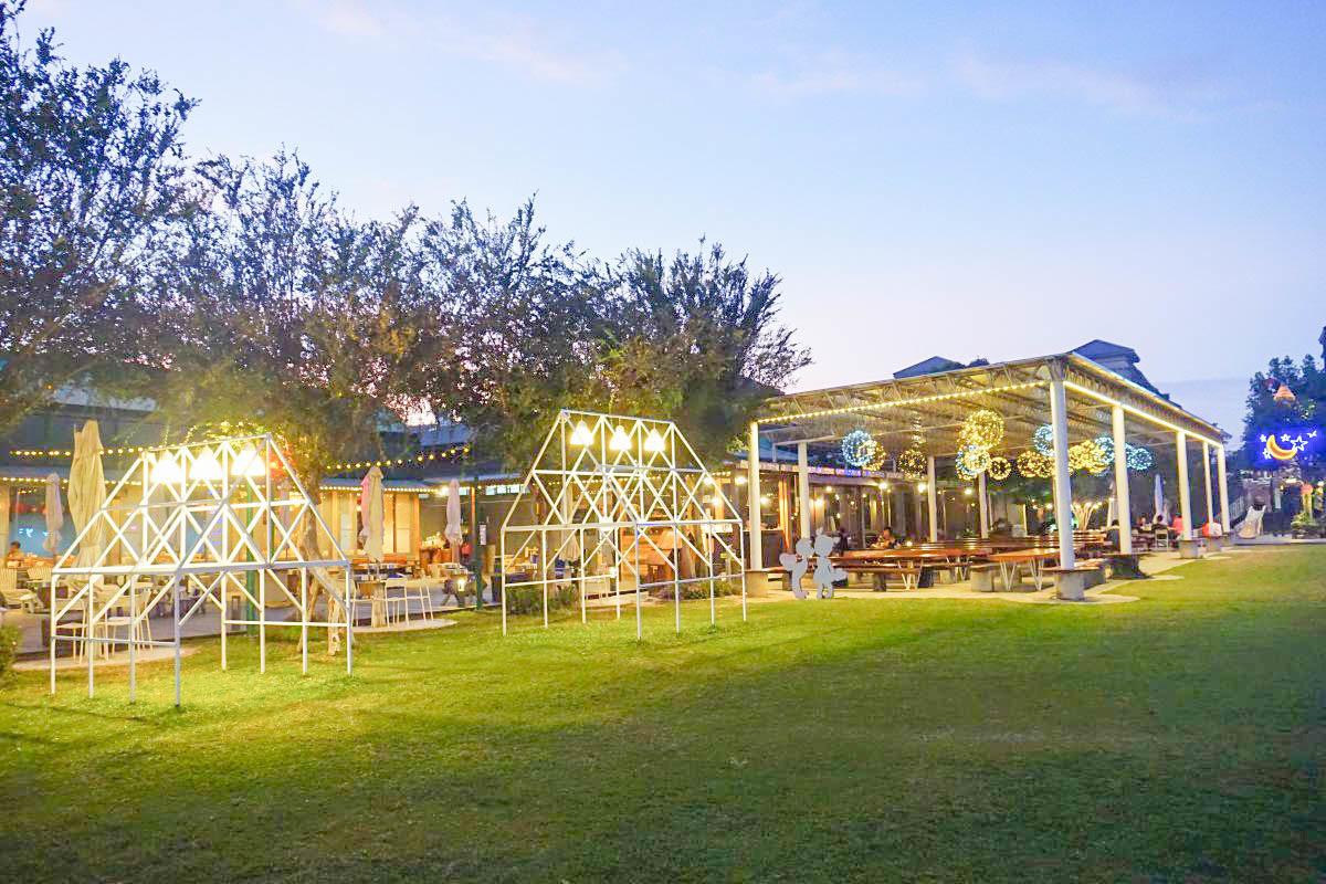 台中親子景點》超好玩!赤腳ㄚ生態農莊:雙層樹屋、室內遊戲區、玩沙、餵小動物、烤肉、DIY,簡餐還不錯吃的景點。
