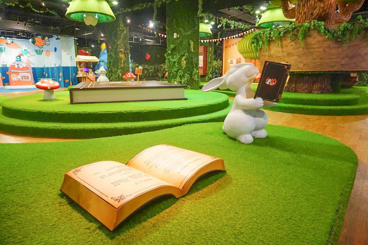 親子雨天哪裡玩?進入超大本夢幻童話書,可愛變裝,巨大球球,沙堆,積木玩具,哥哥姐姐帶動跳好好玩!(假日限定)