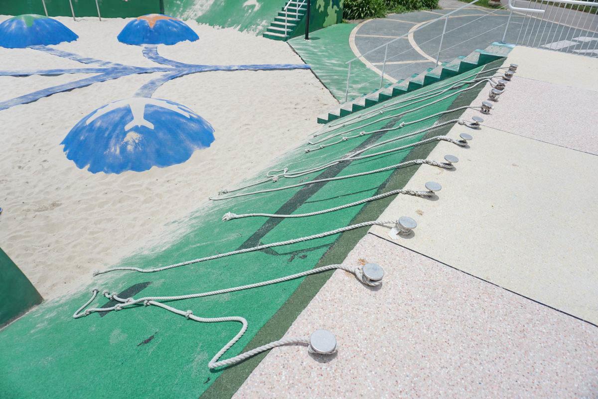 台中飛機主題公園》圳前仁愛公園.戲水池、摩石溜滑梯、巨大球型沙坑、巨大紙飛機、停機坪、廣大腹地適合野餐放電的好所在~