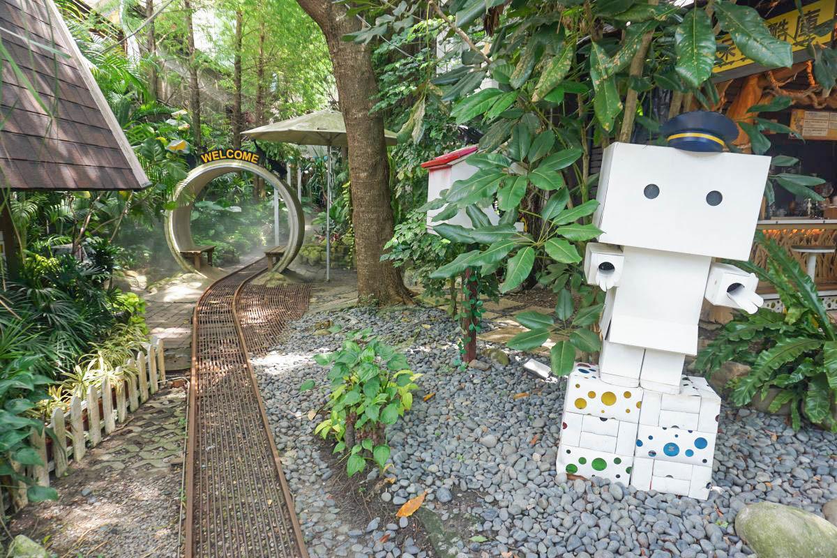 台中大坑》大坑紙箱王創意園區,最新中部親子景點,蘑菇溜滑梯、森林火車、天空步道、好好玩的紙樂園~