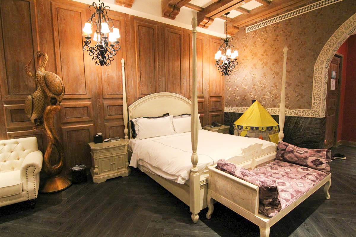 台中最新親子住宿》動物園住一晚!芭蕾城市渡假旅店,全新叢林城堡主題房,45坪超大房型,房間內就像公園啊!
