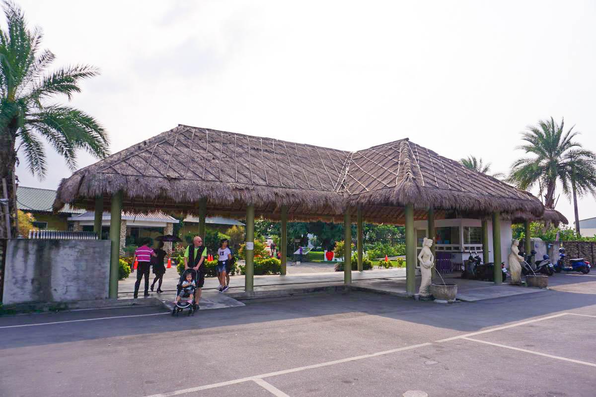 雲林斗六親子景點》雅聞峇里海岸觀光工廠。CP值超高免門票!濃濃南洋風~超大戲沙池、室內遊戲區,情侶約會親子出遊景點推薦。