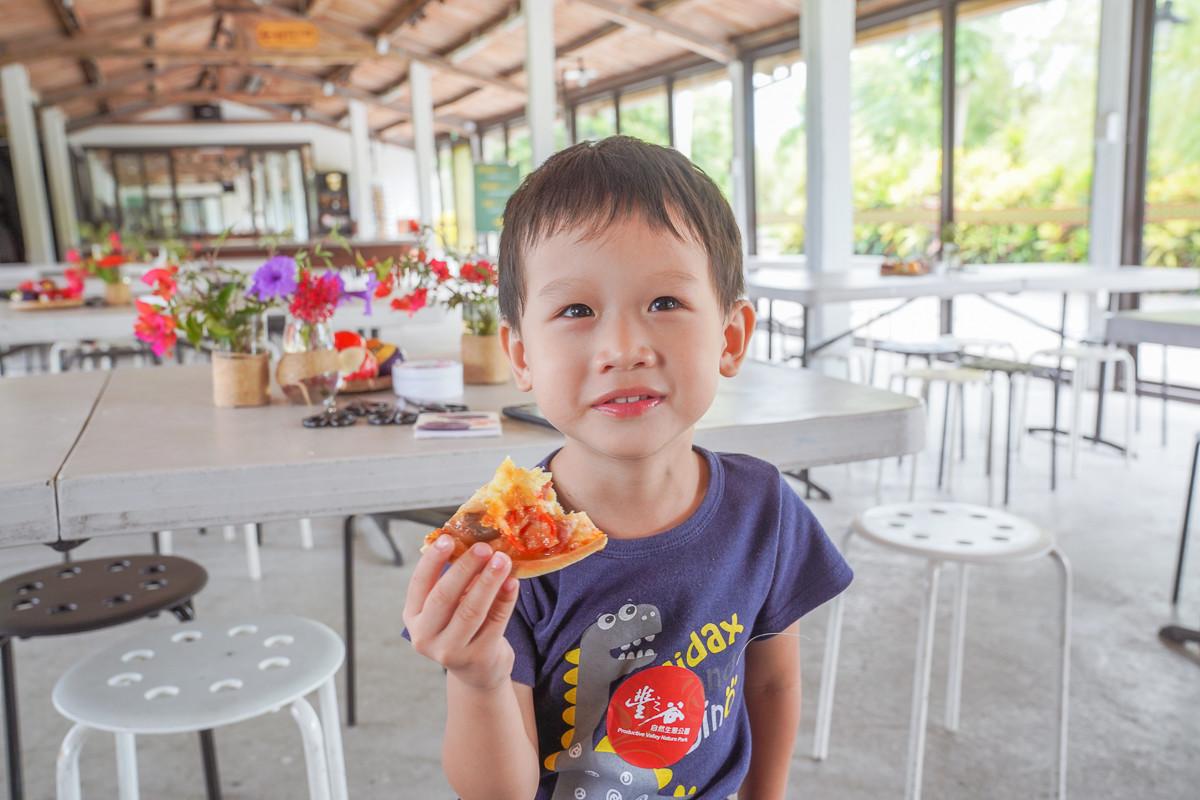 花蓮好好玩day2|超澎湃早餐buffet、竹筏餵魚餵鴨鴨、綠色隧道、自己窯烤披薩、好好玩的植物拓染、釣魚,不想要回家了!