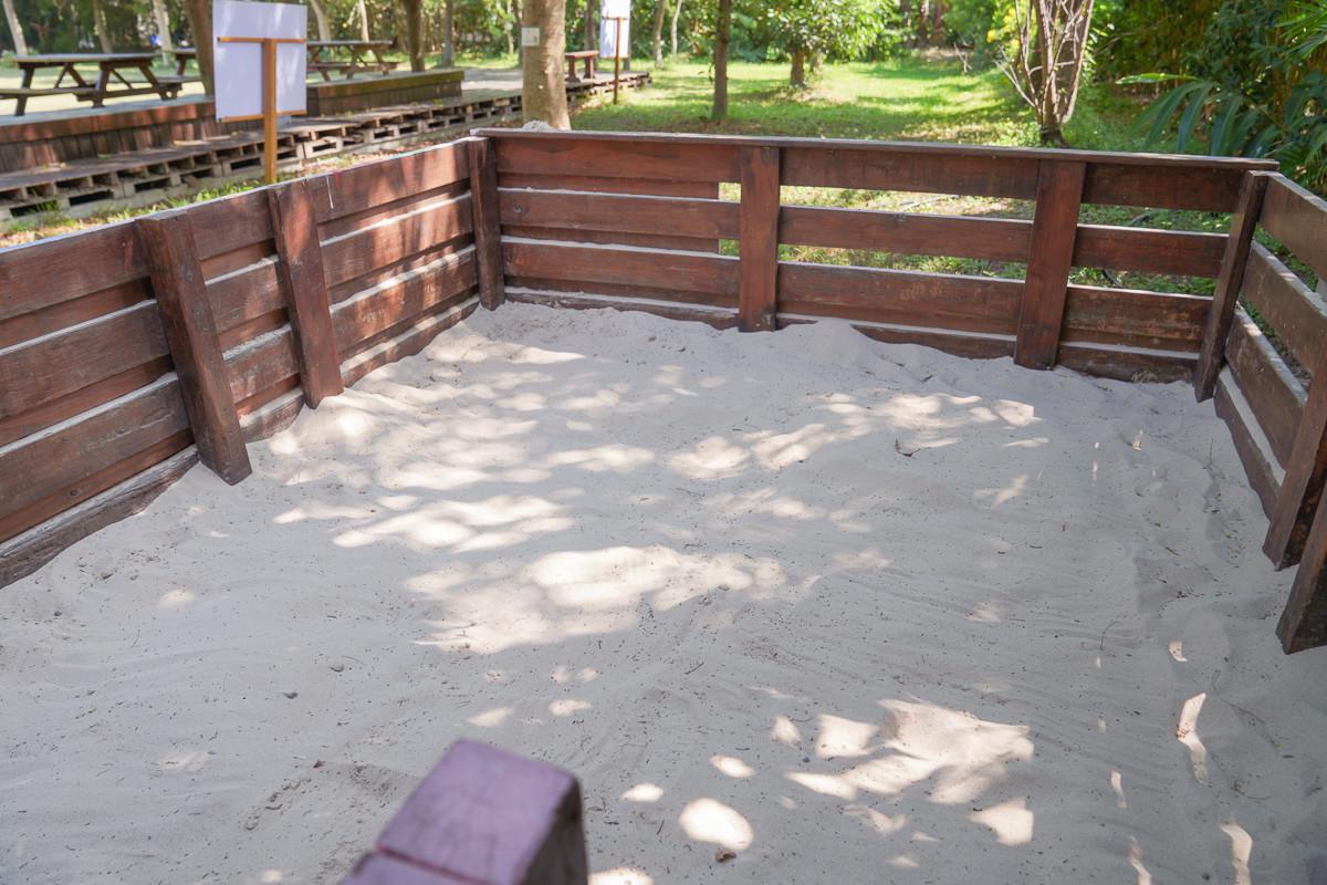 彰化景點|魔菇部落休閒農場:親子DIY、超美S型小火車軌道、大草皮、溜滑梯、沙堆、一探菇蕈原始林、適合野餐度假慢活的親子景點。