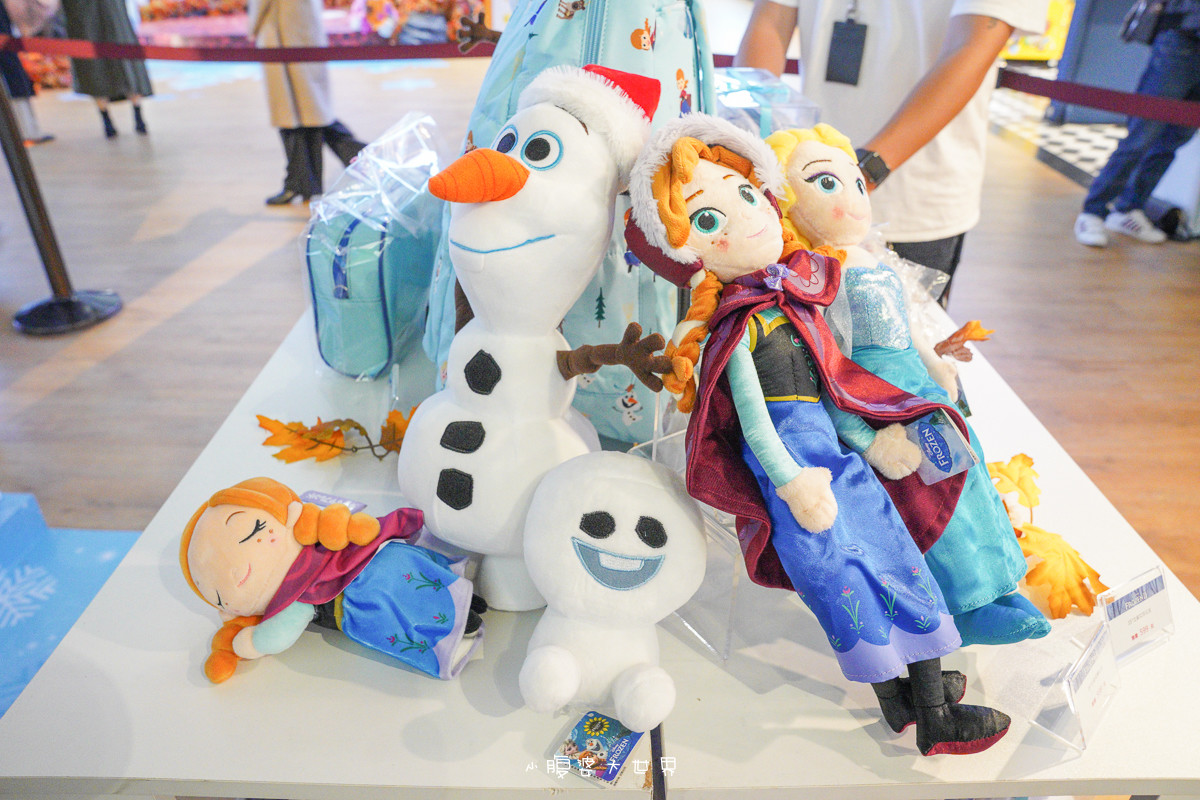 冰雪奇緣2限定店》超好拍!等比例艾莎、安娜、超萌雪寶來囉~會飄雪巨大水晶球、火靈布魯尼登場,北中南同步登場,限定商品千萬別錯過~