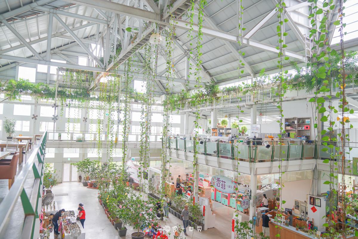 宜蘭室內景點》香草菲菲 芳香植物博物館~宜蘭第一間室內空拍機練飛場、全白溫室建築、花園天空步道、小朋友愛玩的車車、DIY,全家出遊網美拍照聖地~