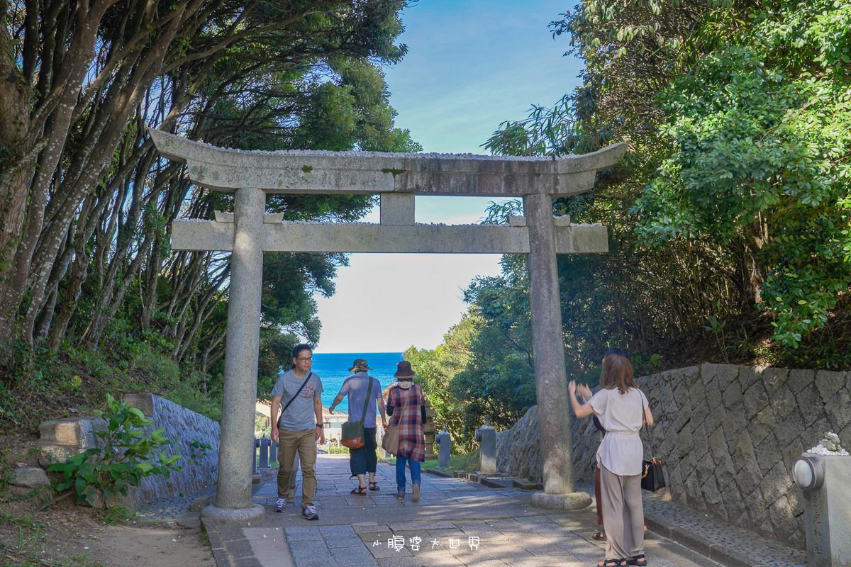 日本鳥取《白兔神社:白兔牽線結緣神社(戀人的聖地),超可愛白兔御伴手禮,白兔與神的相遇,拿石頭丟到鳥居上祈求愛情~
