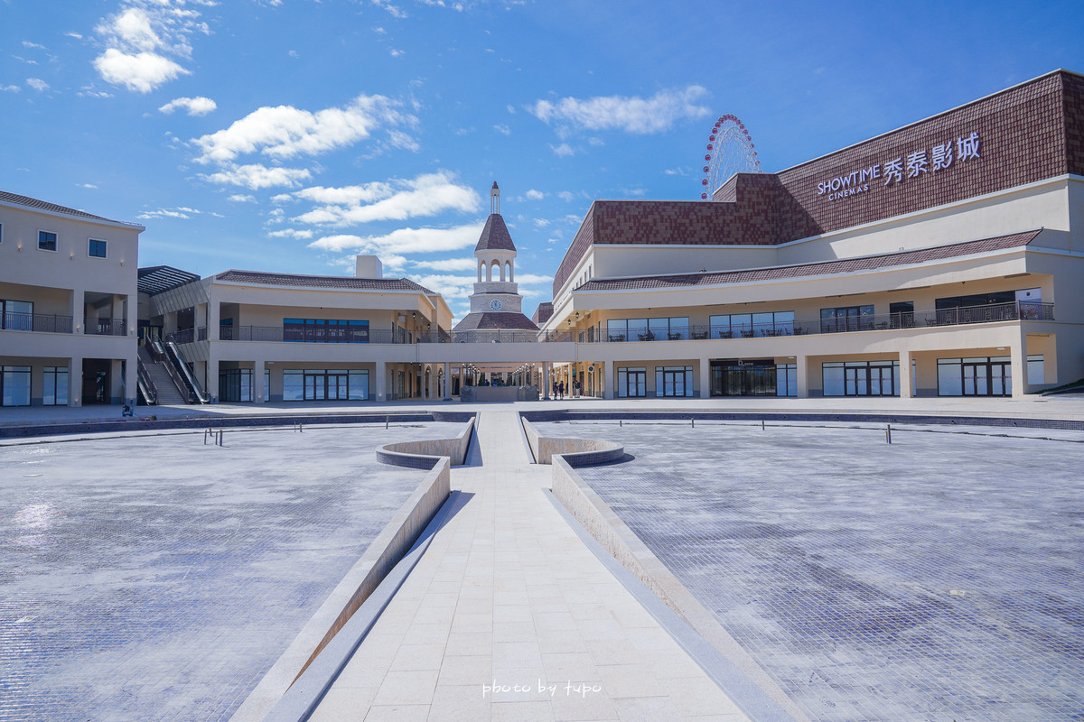 台中后里》麗寶Outlet Mall二期:全台首間鐘樓星巴克、首座湖邊Outlet、6公頃義大利商城緩如歐洲小鎮~台中新親子景點!