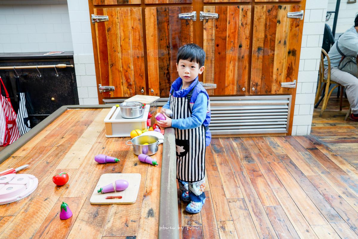台北》好吃的親子餐廳~農人餐桌親子餐廳!GOOGLE評分4.1高分、廚房遊戲區、產地直送、搭配信誼親子館可以玩整天!