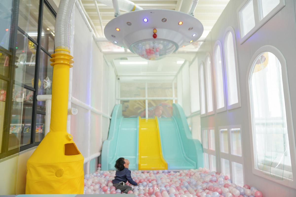 彰化親子景點餐廳》童樂匯 Kid's Party:全台第一間親子吃到飽遊戲餐廳~二層樓宇宙飛行主題親子區超放電、玩樂不限時,室內戶外好玩大放電!